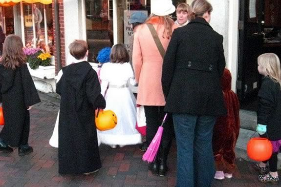 The Newburyport Chamber invites kids downtown for safe trick or treating!