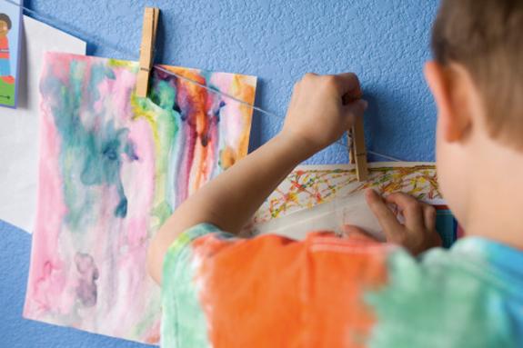 Storage frame for children's artwork