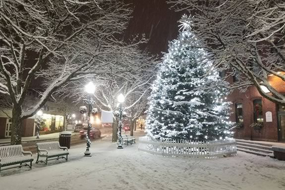 Enjoy the tradition of the Amesbury Massachusetts Tree Lighting with your family in downtown Amesbury