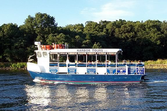 This River Ecology Cruise aboard the Yankee Clipper is about the estuary