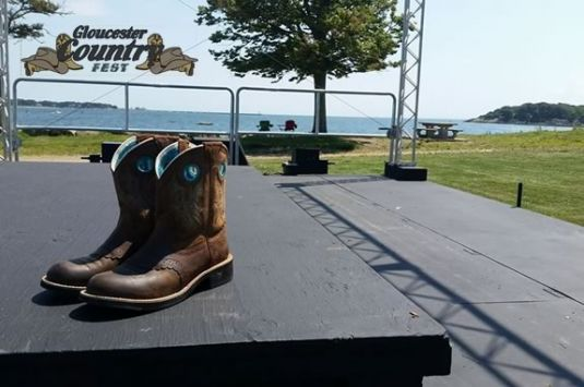Gloucester Country Fest brings fun and live country music to Gloucester Massachusetts in the beautiful setting of Stage Fort Park by the sea.
