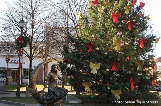 Come to the Holiday Tree Lighting in Salem to kick off the holiday season!